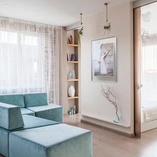 На фото: маленькая гостиная комната в современном стиле с бежевыми стенами, светлым паркетным полом и бежевым полом без камина, ТВ