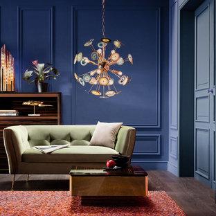 На фото: парадные гостиные комнаты в современном стиле с синими стенами, темным паркетным полом и коричневым полом