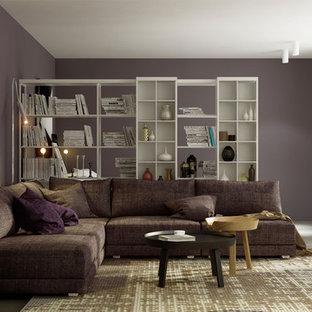 Esempio di un piccolo soggiorno design aperto con libreria, pareti viola e pavimento in gres porcellanato