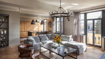 Интерьер в духе европейской классикисерый диван,