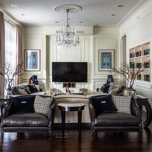 Идея дизайна: гостиная комната в классическом стиле с белыми стенами и темным паркетным полом