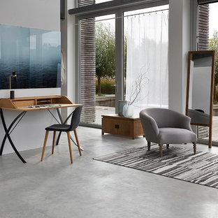 На фото: гостиная комната в современном стиле с белыми стенами и серым полом