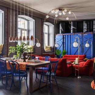 Пример оригинального дизайна интерьера: большая открытая гостиная комната в стиле фьюжн с серыми стенами и серым полом