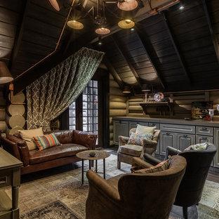 Свежая идея для дизайна: гостиная комната среднего размера в стиле кантри с коричневыми стенами и серым полом - отличное фото интерьера