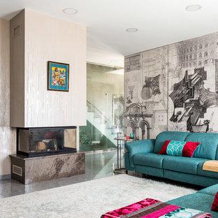 На фото: гостиные комнаты в современном стиле с полом из керамогранита, горизонтальным камином, фасадом камина из плитки, серым полом и бежевыми стенами
