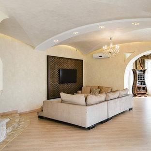 ノボシビルスクの大きいコンテンポラリースタイルのおしゃれなLDK (ベージュの壁、ラミネートの床、両方向型暖炉、タイルの暖炉まわり、壁掛け型テレビ、ベージュの床) の写真