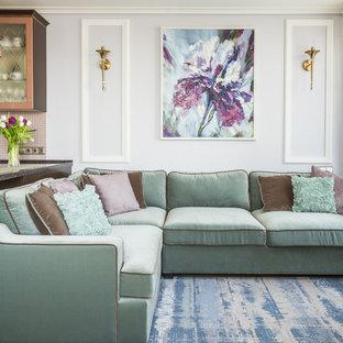 На фото: маленькая парадная, открытая гостиная комната в стиле современная классика с белыми стенами, ковровым покрытием и синим полом с