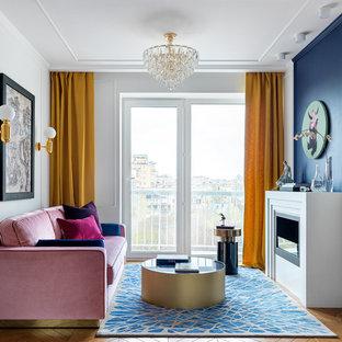 Пример оригинального дизайна: изолированная, парадная гостиная комната в современном стиле с белыми стенами, паркетным полом среднего тона, горизонтальным камином и коричневым полом без ТВ