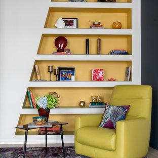 Стильный дизайн: гостиная комната среднего размера в стиле фьюжн - последний тренд