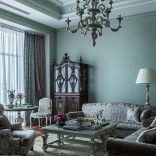 Esempio di un grande soggiorno tradizionale chiuso con pareti verdi e pavimento in legno massello medio
