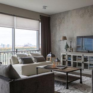 Идея дизайна: большая парадная гостиная комната в классическом стиле с серыми стенами, отдельно стоящим ТВ, коричневым полом и темным паркетным полом