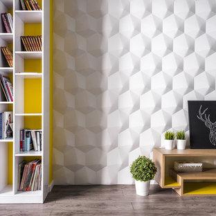 Immagine di un soggiorno design di medie dimensioni e chiuso con libreria, pareti bianche, pavimento in laminato e pavimento beige