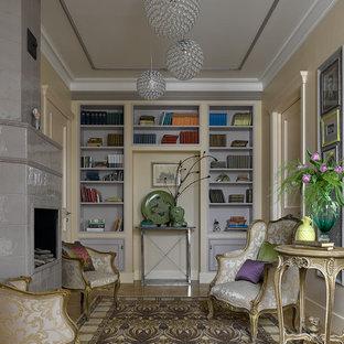 Идея дизайна: парадная, изолированная гостиная комната в классическом стиле с бежевыми стенами, светлым паркетным полом, стандартным камином, фасадом камина из плитки и бежевым полом