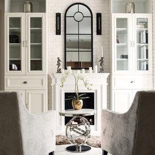 На фото: гостиные комнаты в стиле современная классика с белыми стенами и стандартным камином