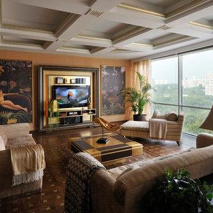 Стильный дизайн: большая парадная, открытая гостиная комната в современном стиле с оранжевыми стенами, паркетным полом среднего тона, коричневым полом и телевизором на стене без камина - последний тренд