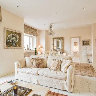 Свежая идея для дизайна: парадная гостиная комната в стиле шебби-шик с белыми стенами и светлым паркетным полом - отличное фото интерьера