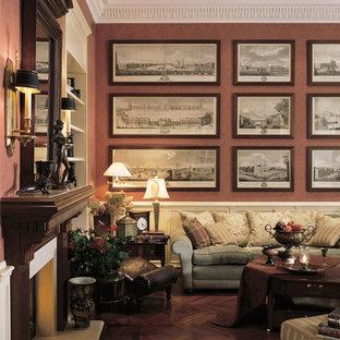 Inspiration pour un salon traditionnel avec une cheminée standard, un manteau de cheminée en bois et un sol rose.