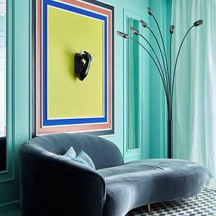 Imagen de salón para visitas cerrado, actual, de tamaño medio, sin chimenea, con paredes verdes, suelo de baldosas de cerámica y suelo azul