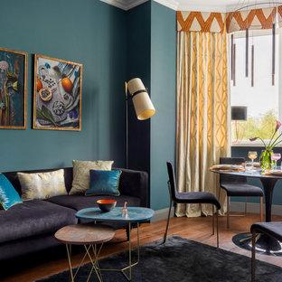 モスクワのコンテンポラリースタイルのおしゃれなLDK (フォーマル、青い壁、無垢フローリング、茶色い床) の写真