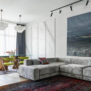 Стильный дизайн: гостиная комната в современном стиле с серыми стенами - последний тренд