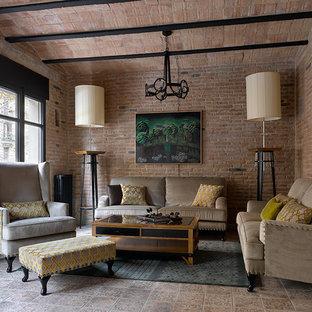 Идея дизайна: открытая гостиная комната среднего размера в стиле фьюжн с коричневыми стенами, полом из керамической плитки и коричневым полом без камина