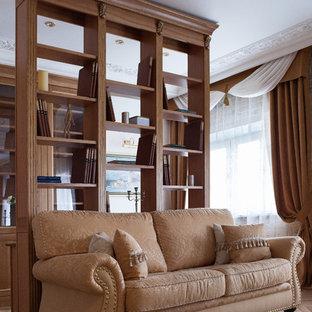 Новые идеи обустройства дома: маленькая открытая гостиная комната в стиле современная классика с библиотекой, бежевыми стенами, светлым паркетным полом, телевизором на стене и бежевым полом без камина
