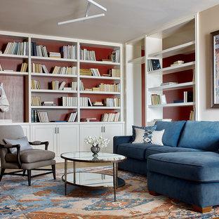 Стильный дизайн: парадная гостиная комната среднего размера в стиле современная классика с красными стенами, паркетным полом среднего тона и коричневым полом - последний тренд