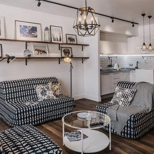 Пример оригинального дизайна: маленькая открытая, парадная гостиная комната в скандинавском стиле с белыми стенами, коричневым полом и темным паркетным полом
