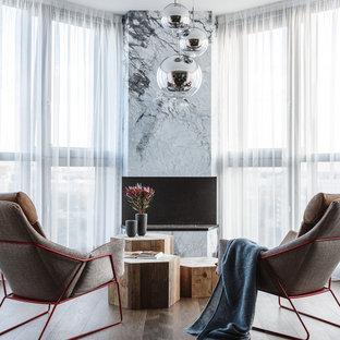 На фото: гостиная комната в современном стиле с темным паркетным полом, горизонтальным камином, коричневым полом и фасадом камина из камня с
