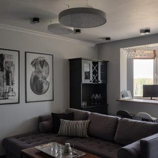 Foto de salón con barra de bar abierto, contemporáneo, de tamaño medio, sin chimenea, con paredes grises, suelo de madera oscura, televisor colgado en la pared y suelo negro