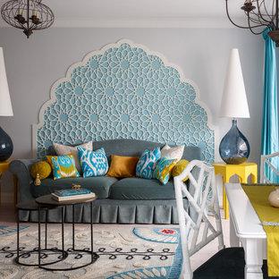 На фото: со средним бюджетом открытые, парадные гостиные комнаты среднего размера в современном стиле с серыми стенами, светлым паркетным полом и бежевым полом