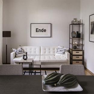 Пример оригинального дизайна: открытая гостиная комната в скандинавском стиле с белыми стенами, светлым паркетным полом и коричневым полом без ТВ