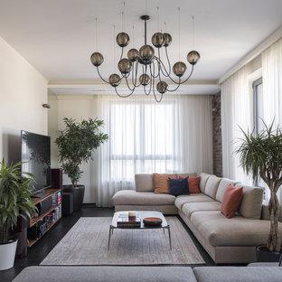 Неиссякаемый источник вдохновения для домашнего уюта: парадная, открытая гостиная комната среднего размера в современном стиле с бежевыми стенами, темным паркетным полом, отдельно стоящим ТВ и черным полом