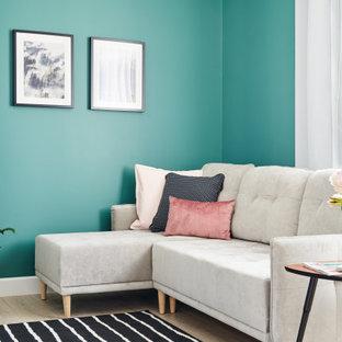 Пример оригинального дизайна: гостиная комната в скандинавском стиле с зелеными стенами и светлым паркетным полом