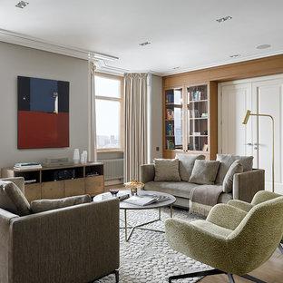 Идея дизайна: гостиная комната в современном стиле с серыми стенами, паркетным полом среднего тона и коричневым полом