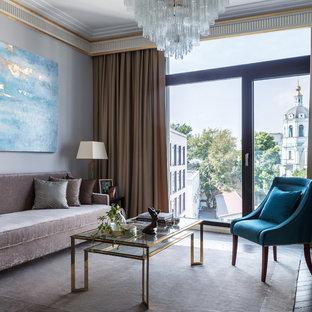 Неиссякаемый источник вдохновения для домашнего уюта: парадная гостиная комната в современном стиле с серыми стенами, темным паркетным полом и коричневым полом