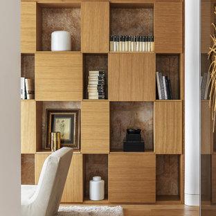 Foto di un soggiorno design aperto con libreria, pareti bianche e camino bifacciale