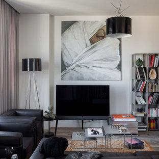 Пример оригинального дизайна: большая открытая гостиная комната в современном стиле с белыми стенами, полом из керамогранита, отдельно стоящим ТВ и серым полом