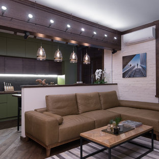 Создайте стильный интерьер: парадная, открытая гостиная комната в стиле лофт с белыми стенами и паркетным полом среднего тона - последний тренд