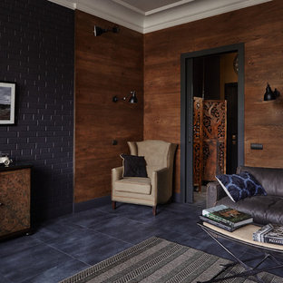 Diseño de salón industrial, pequeño, con paredes marrones y suelo negro