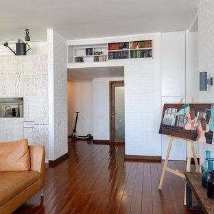 Diseño de salón tipo loft, contemporáneo, grande, con paredes blancas, suelo de madera pintada y televisor colgado en la pared