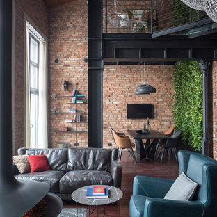 Свежая идея для дизайна: открытая гостиная комната в стиле лофт с коричневыми стенами, темным паркетным полом, подвесным камином, фасадом камина из металла и коричневым полом - отличное фото интерьера