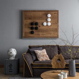 Mittelgroßes, Repräsentatives, Offenes Modernes Wohnzimmer ohne Kamin mit grauer Wandfarbe, Vinylboden, freistehendem TV und gelbem Boden in Sonstige