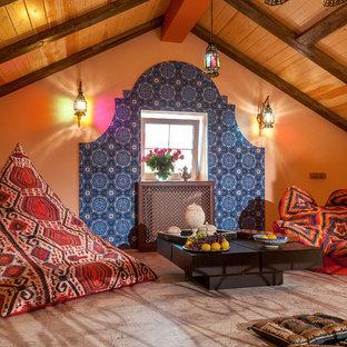 Новый формат декора квартиры: гостиная комната в восточном стиле с пробковым полом и бежевым полом