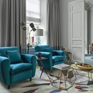 Идея дизайна: гостиная комната в стиле современная классика с серыми стенами, ковровым покрытием и разноцветным полом