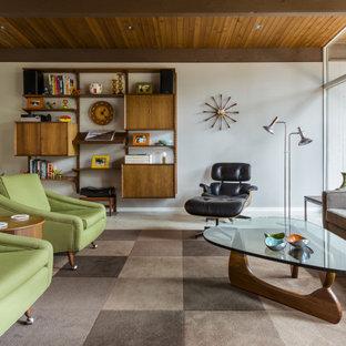 На фото: гостиная комната в стиле ретро с