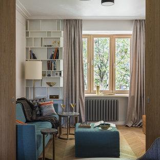 На фото: с высоким бюджетом маленькие изолированные, парадные гостиные комнаты в современном стиле с белыми стенами, паркетным полом среднего тона и коричневым полом