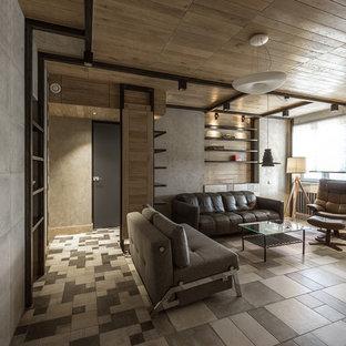 Удачное сочетание для дизайна помещения: маленькая парадная, открытая гостиная комната в современном стиле с серыми стенами, полом из керамической плитки, телевизором на стене и серым полом - самое интересное для вас