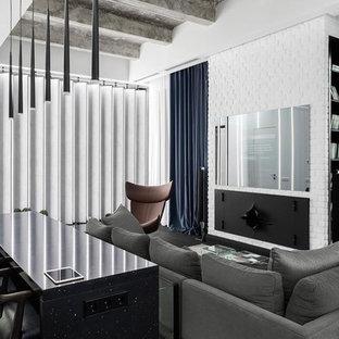 Идея дизайна: открытая гостиная комната среднего размера в современном стиле с телевизором на стене, белыми стенами, темным паркетным полом, стандартным камином, фасадом камина из металла и черным полом