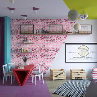 ベルリンの小さいコンテンポラリースタイルのおしゃれなLDK (ライブラリー、マルチカラーの壁、淡色無垢フローリング、暖炉なし、内蔵型テレビ) の写真